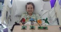 Esta niña con cáncer puso un cartel en la ventana del hospital y eso le cambió su vida