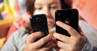 """¿Estás pendiente de tu celular todo el día? Eso se llama se llama """"nomofobia"""" y esto te podría pasar"""