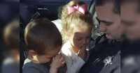 Estos niños se juntan a orar diariamente para que su padre llegue sano y salvo del trabajo