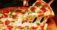 Tu forma de comer pizza dice mucho más de tu personalidad de lo que te imaginabas