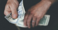 El dinero sí compra la felicidad, pero no de la forma que siempre has pensado