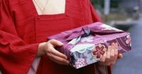 Esta es la curiosa y bella costumbre que tienen en Japón para hacer regalos