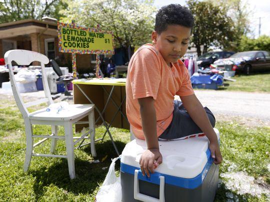Tristan Jacobson vendiendo limonada