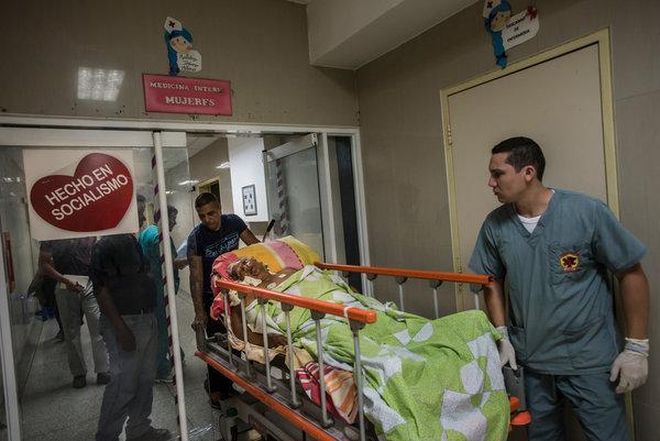Paciente entrando en una camillla