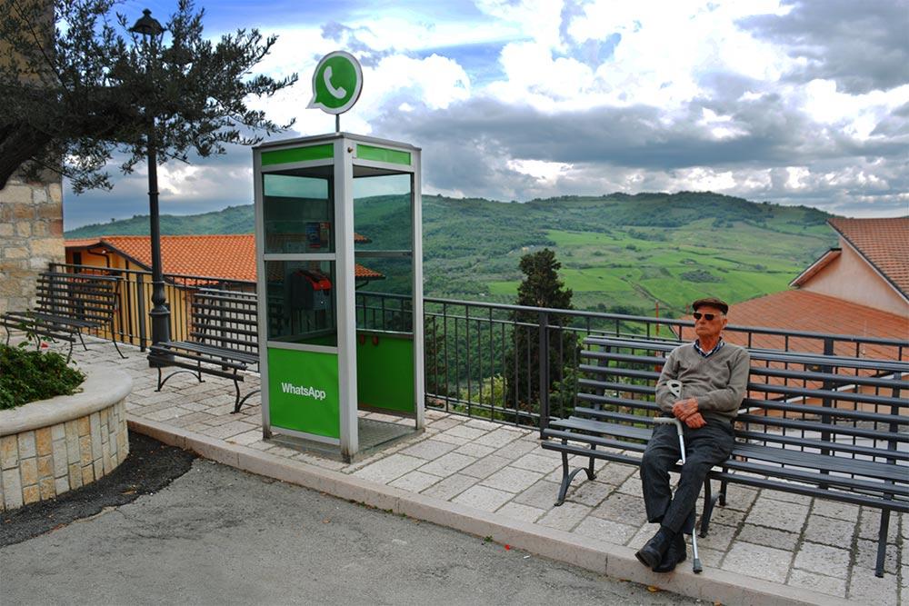 WhatsApp convertido en una caseta telefónica