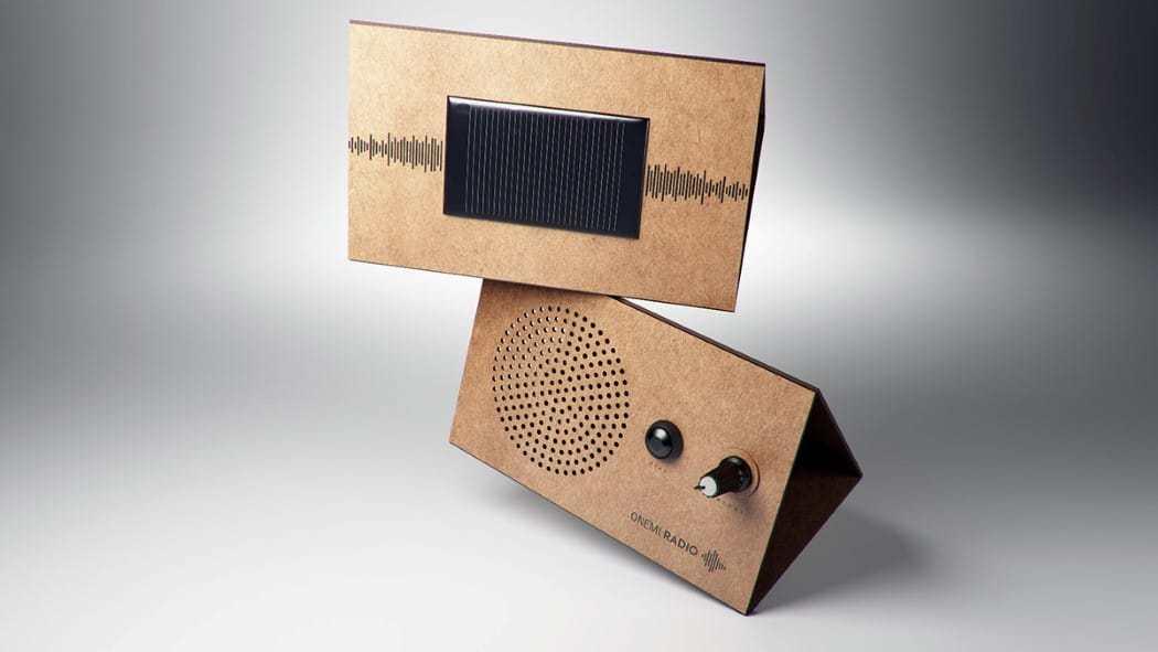 Panel solar y selectores de la radio
