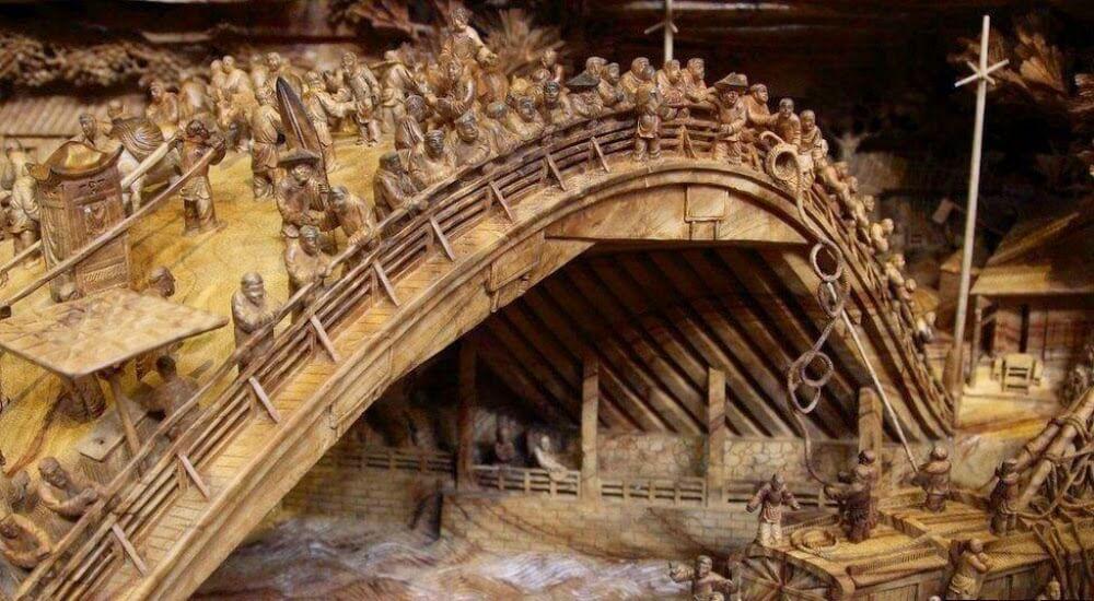 Puente y personas en el tallado