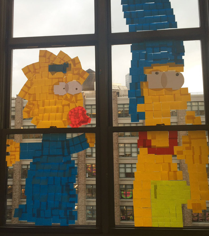 Dibujo de Los Simpsons hecho con post-it