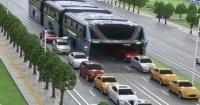 Este nuevo autobús podría viajar por encima de los carros y contaminar mucho menos