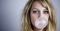 No creerás lo que le sucede a tu cuerpo cuando te tragas una goma de mascar