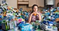 Acumuló su basura durante 5 años para demostrar lo consumistas que somos y este es el resultado
