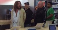 """¡Insólito! Por esta razón detuvieron a """"Jesús"""" en una tienda Apple"""