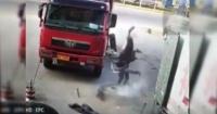 Así voló por los aires un mecánico que inflaba un neumático