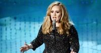 Adele se enojó con una fanática y detuvo el concierto para retarla frente a todos