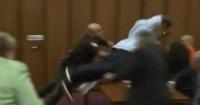 Padre atacó al asesino de su hija poco antes de que fuera condenado a muerte
