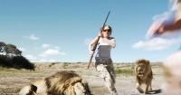 """Se sacan foto con león muerto y aparece otro para """"vengarse"""""""