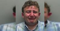 Amenazó a una mujer para tener sexo y toda la web se rió de su llanto en la foto policial
