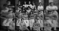 El escalofriante detalle que esconde esta foto de más de 100 años y que nadie ha podido resolver