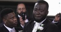 Esperaba a su mujer en el altar y no logró contener su llanto por esta razón