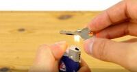El fácil truco para copiar una llave de candado en segundos