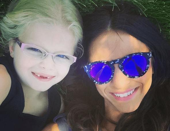 Liz Krueger con su hija