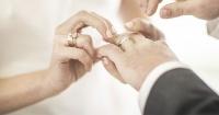 ¿Porque el anillo de matrimonio se lleva en el dedo anular de la mano izquierda?