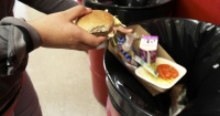 4 mitos que te hacen perder dinero y botar la comida a la basura