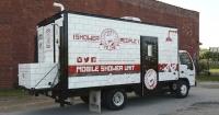 Un hombre transformó un viejo camión en duchas para las personas sin hogar de su ciudad