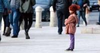 ¿Qué harías si ves a una niña de 6 años sola en la calle?
