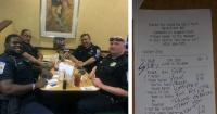 No quisieron sentarse al lado de estos policías en el restaurante y ellos le dieron su merecido