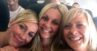 Se sacaron esta selfie dentro del avión y al revisarla se percataron de algo realmente extraño