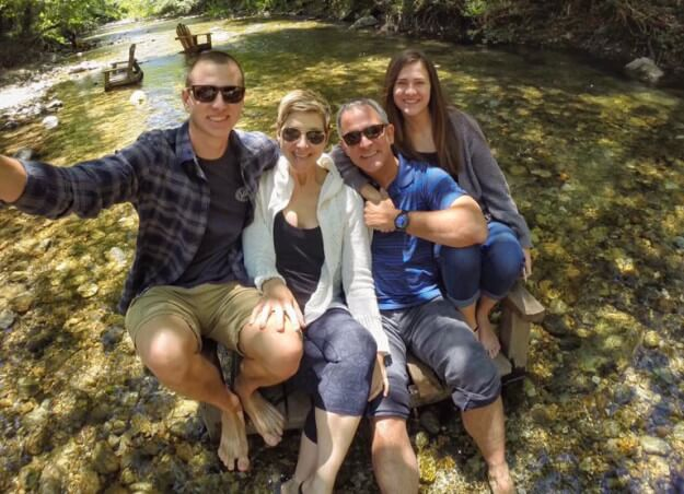 Gina junto a su familia