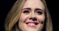 Adele se muestra sin ni una gota de maquillaje al anunciar cancelación de un show