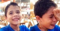 De la risa a las lágrimas: niño rompe en llanto al enterarse que tendrá hermanos gemelos