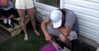 Este hombre rompe en llanto al recibir el mejor regalo de su vida en una fiesta de graduación