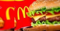 """Encontró un gusano en su hamburguesa y McDonald's le respondió con esta insultante """"compensación"""""""