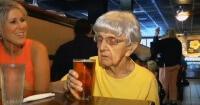 Su secreto para vivir más de 100 años es la cerveza