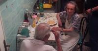La policía escuchó llorando a estos 2 abuelos y lo que hicieron es para aplaudirlos