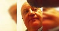 """Alcalde sorprendido inhalando polvo blanco en un baño se defiende: """"era azúcar"""""""