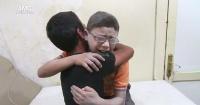 El desconsolado llanto de niños sirios tras la muerte de su hermano