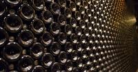¿Sabes por qué las botellas de vino tienen el fondo hundido? Esta es la verdadera razón