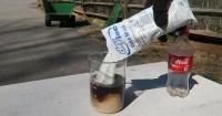 Esto es lo que pasa cuando mezclas cloro para piscinas con Coca Cola