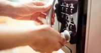 10 cosas que jamás deberías meter dentro de un microondas