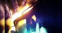 El dramático rescate de un hombre atrapado en un auto en llamas