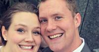 Parece una simple selfie del día de su matrimonio pero esconde un espeluznante detalle