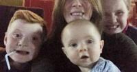 Se tomaron una selfie familiar en el cine y cuando revisaron la foto descubrieron un detalle escalofriante