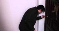 Joven ebrio creyó que estaba entrando a su casa, pero se equivocó y causó pánico entre los dueños