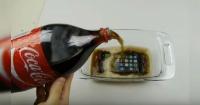 Esto pasa cuando un iPhone 7 es sumergido en Coca Cola y congelado durante 12 horas