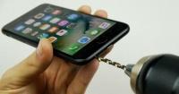 La cruel broma que hizo que miles de usuarios taladraran sus relucientes iPhone 7