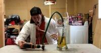 Creó una innovadora forma de tomar cerveza y casi muere en el intento